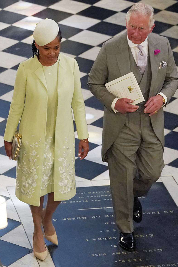 4C6E165F00000578-5747477-The_Prince_of_Wales_and_Doria_Ragland_mother_of_the_bride_depart-a-333_1526735926857