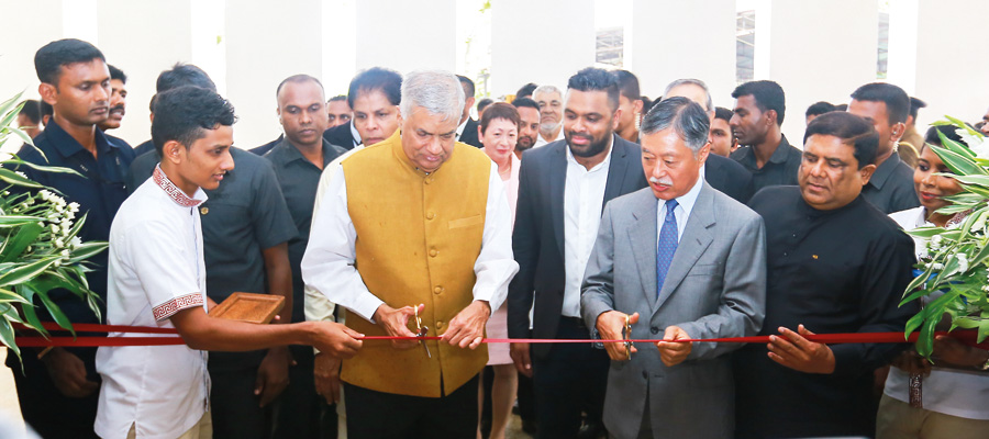 Priminister Ranil Wickremasinghe and Kenichi Suganuma - Japanese Ambassador Ceremoniously opening the Le Grand in Galle